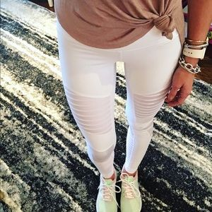 ALO Yoga Pants - White Alo Yoga Moto Leggings - XS